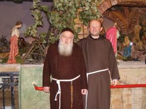 Frate Carmelo e, a dx, Padre Gianluigi Pasquale.