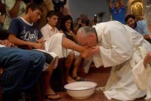 Papa-Francesco-in-Coena-Domini-Gesu-si-fa-schiavo-degli-uomini_articleimage