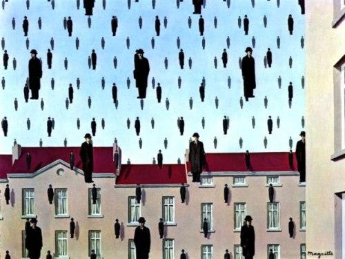 Golconda, di René Magritte. Sarà che è stato utilizzato per un famoso numero del fumetto di Dylan Dog, sarà che Magritte è riuscito a cogliere (come nel caso di Grant Wood) l'inquietudine provocata dalla normalità civilizzata, questi uomini che piovono dal cielo, dipinti nel 1953, mi hanno sempre ispirato una sinistra simpatia. Sono banchieri, quegli ometti? Il dipinto rappresenta forse l'invasione di extracorpi finanziari che ha messo in ginocchio l'occidente negli ultimi quindici anni? Chi lo sa. Forse noi stessi siamo parte di loro, a giudicare dall'altezza della nostra visuale, sospesa in aria.